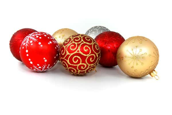 guardar adornos de Navidad en el trastero